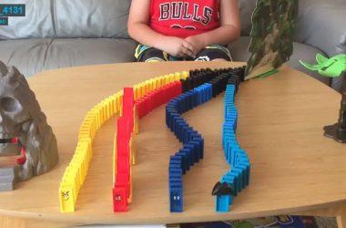 Adrien et ses parcours de dominos !